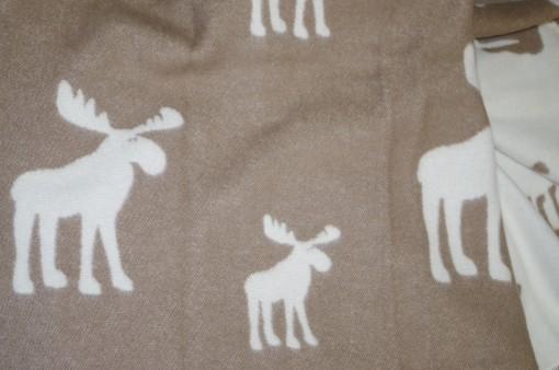 Vlnená deka so sobmi hnedá biela