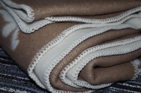vlnená deka hnedá biela