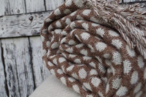 Alpaka hnedá vlnená deka bodkovaná