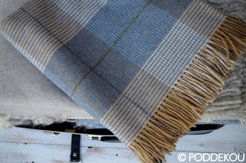 elegantná károvaná deka