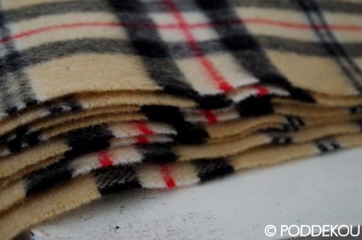 Károvaná deka béžová so strapcami