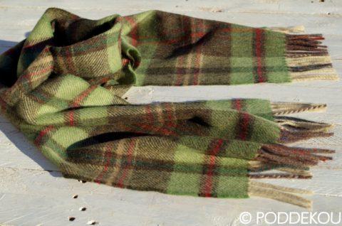 Vlnený károvaný hnedo-zelený šál so strapcami
