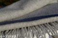 Elegantný vlnený šál svetlosivý so strapcami