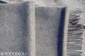 Sivý vlnený šál so strapcami