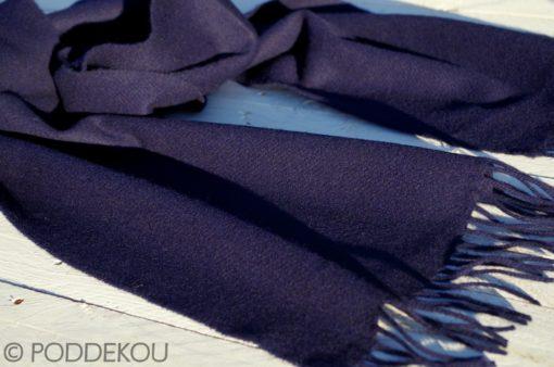 Jednofarebný modrý vlnený šál so strapcami