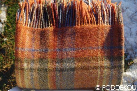 Vlnená deka s tartanovým vzorom tehlovej farby