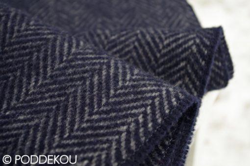 Detail merino kašmírového šálu herringbone modro - sivého