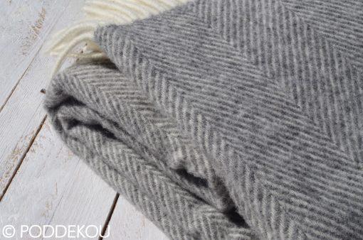 Detail deky z ovčej vlny svetlosivá herringbone