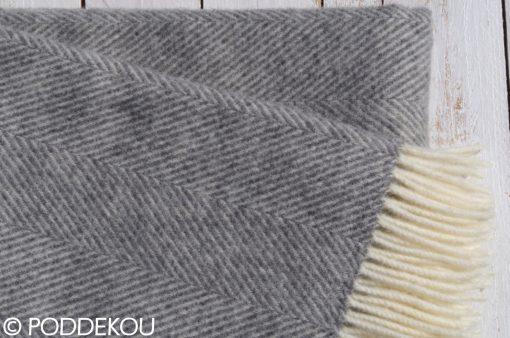 Detail deky z ovčej vlny herringbone svetlosivá