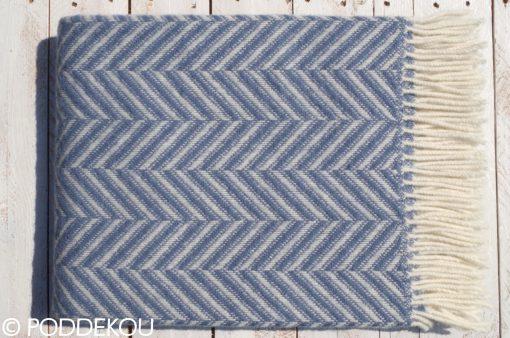 Vlnená modro-biela deka zložená