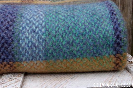 detail merino kašmírovej deky modro šedej