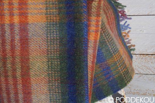 Károvaný šál tmavo farebný zeleno modro bordový so strapcami. Tartanový vlnený šál - viacfarebný