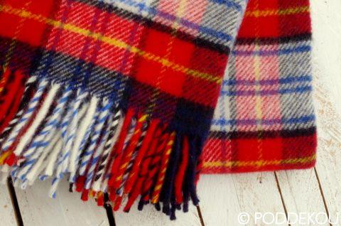 Kvalitný vlnený prehoz z ovčej vlny s károvaným vzorom v červeno modro bielej farbe