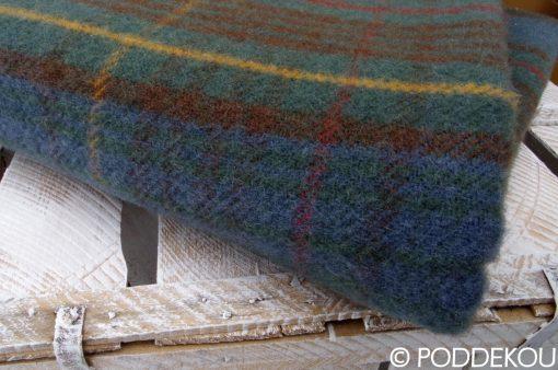 Vlnený károvaný pléd viacfarebný zo 100% ovčej vlny.