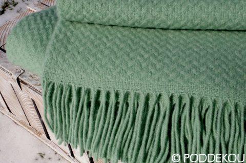 Kvalitná deka zelená z ovčej vlny, 100% prírodný materiál, deka so strapcami, mintovo zelená deka