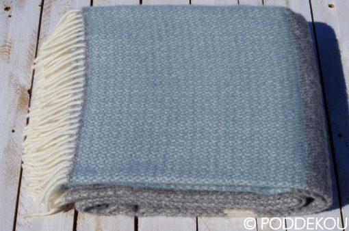 Luxusná deka zo 100% prírodného materiálu modro sivá prúhovaná