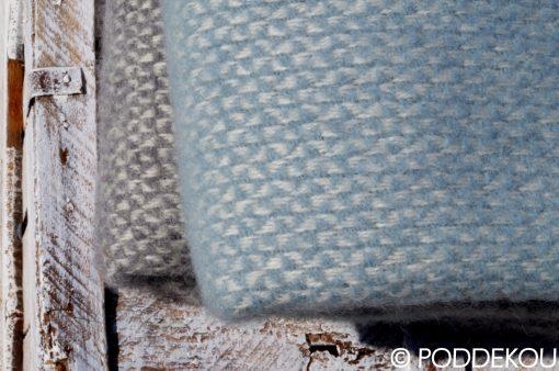 Moderná deka z ovčej vlny sivo modrá prúhovaná prikrývka 100% prírodný materiál