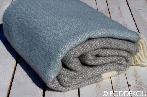Kvalitná vlnená deka modro-sivá prúhovaná