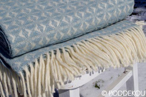 Elegantná deka svetlomodrá so strapcami, deka z ovčej vlny, letná deka