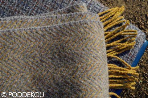 Luxusný šál so vzorom rybia kosť horčicovo žltý, sivý, okrový ukončený strapcami
