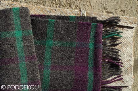 Károvaný vlnený šál sivo-fialový
